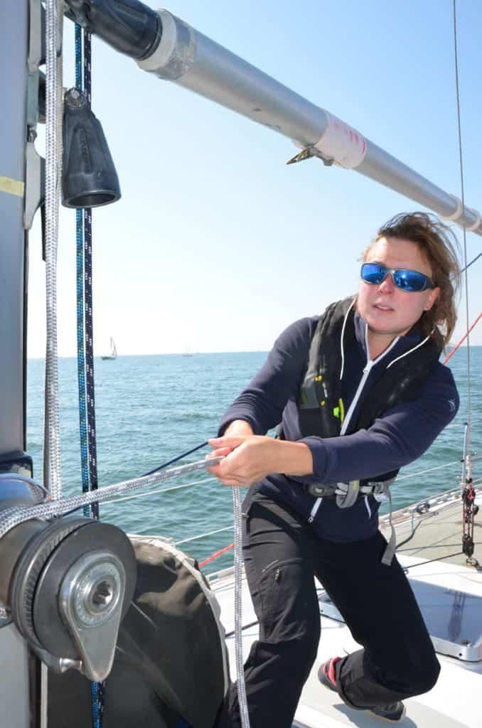 Bretagne-Sailing-Experience-ecole-de-croisiere-equipiere-winch