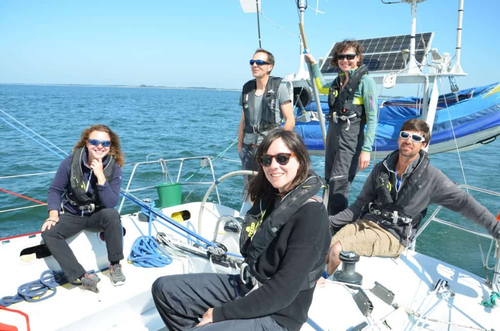 Bretagne-Sailing-Experience-equipe-a-bord-toani-joie